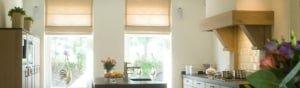 Vouwgordijnen keuken naast elkaar